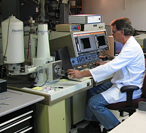 JEOL T300 electron microscope with energy dispersive spectrometer. Arizona lab.